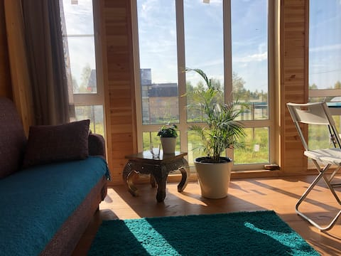 Уютный дом с панорамными окнами