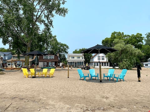 4 bedroom cottage on your own PRIVATE beach!