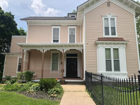 4 Guest Historic Home