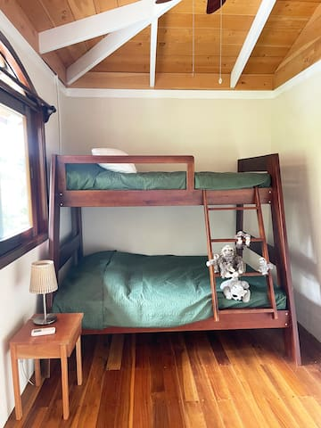 Bunkbed in the children's room. The room is equipped with air conditioning and a fan!