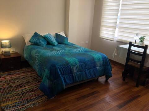 Encantadora habitación con parqueadero gratuito