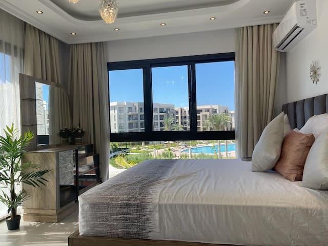 Pool and marina view (huge) bedroom (panoramic windows)