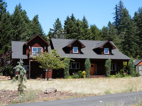 Comfortable 2 BR w/ Mt. View, Hot Tub and Patio