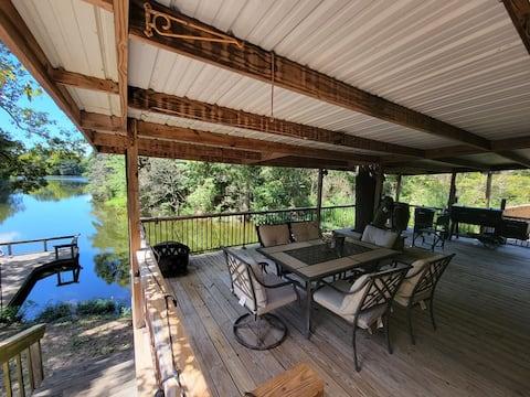Hideaway Lakes: Fishing, Kayak, Pool Table, BBQ!!!