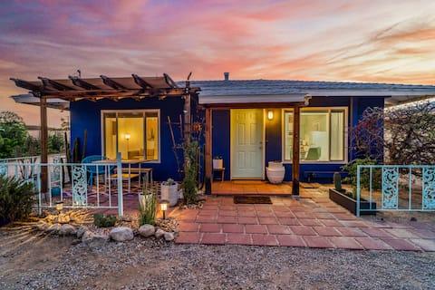 Purple Cactus Casita * Porch * BBQ * Cornhole * AC