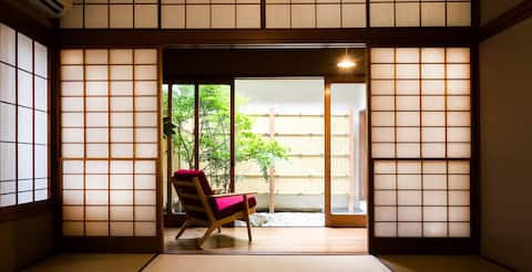 A Cozy Japanese House with Courtyard in Ome, Tokyo