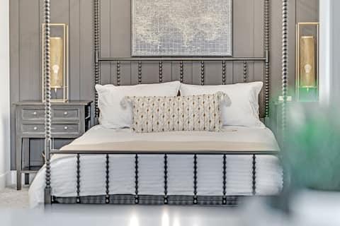 BRAND NEW! Modern Industrial 2 Bed/bath DT Condo