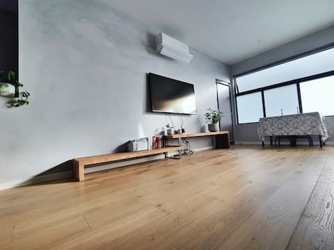 Chic 2 bedroom townhouse w rooftop in Brunswick