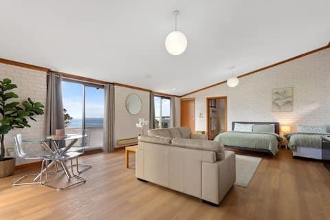 The Flaxman Studio - Panoramic Ocean Views