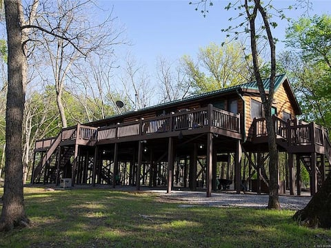 Tranquil Cabin with a Private Cove on the Neosho