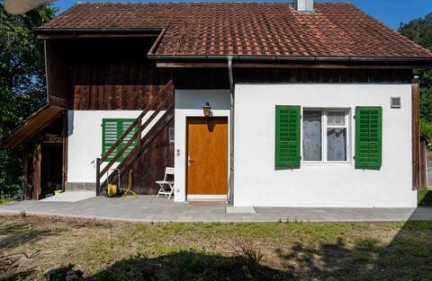 Gemütliches Haus mit Terasse und Feuerstelle