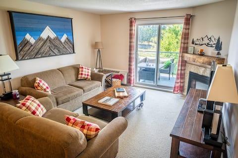2-Bedroom 2-Bathroom Condo with Mountain Views