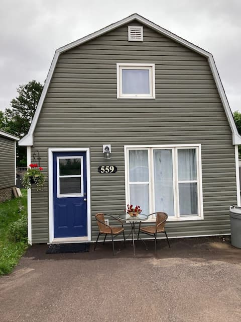 Adorable 2 bedroom place in Riverview
