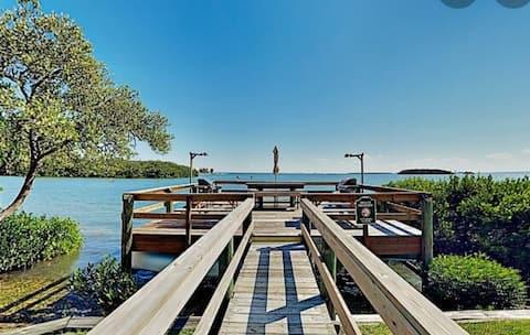 Charming 2BR, Holiday Island! Pool+Spa+BBQ+Fishing