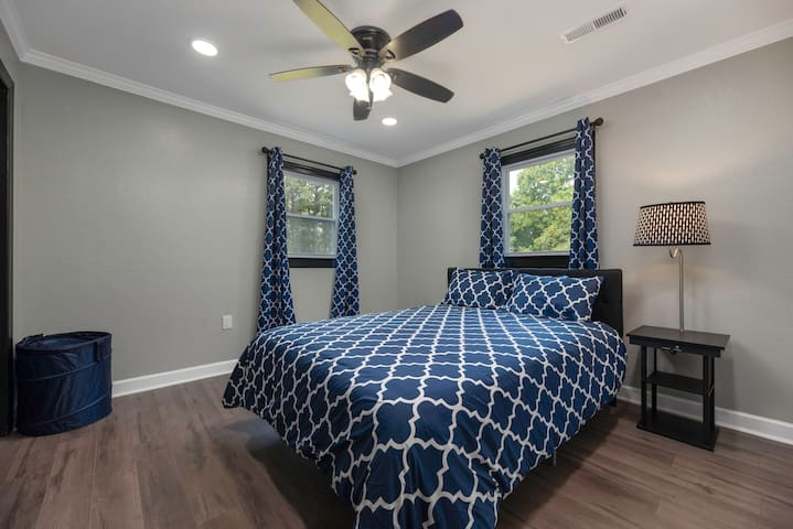 2 good size bedrooms with comfortable beds, sheets, charging stations, ceiling fans, laundry basket.