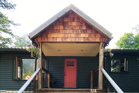 Cozy Panabode Log House on ½ Acre