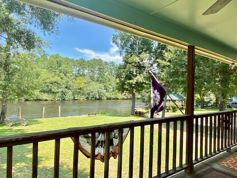 Incredible Riverfront Home + boat ramp + swimming