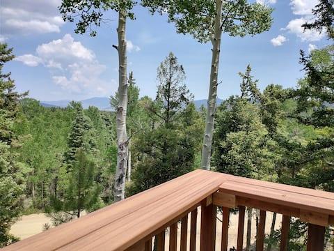Mountain Cabin w Multi-level Decks, Views, Hot Tub