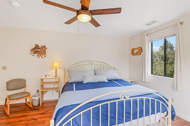 Third Bedroom with king sized bed and brand new luxurious linens. This room also has a desk/workstation, TV, and plenty of space.