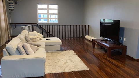 Modern 2 bedroom discreet and quiet apartment