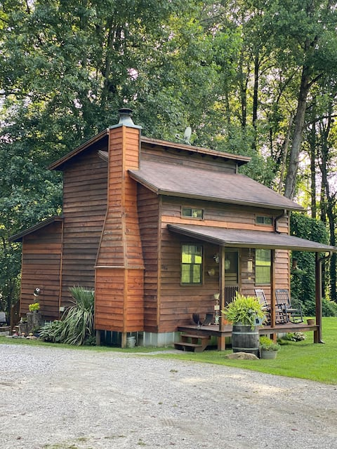La pequeña cabaña en el arroyo