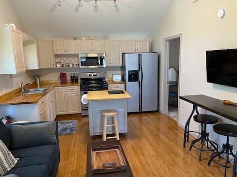 New Complete-Living 2-Bedroom Cottage