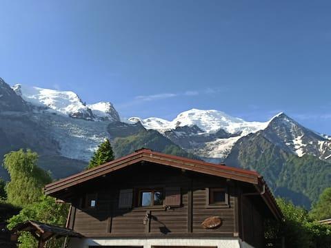 Chalet, terrasse vue imprenable sur le Mont-Blanc