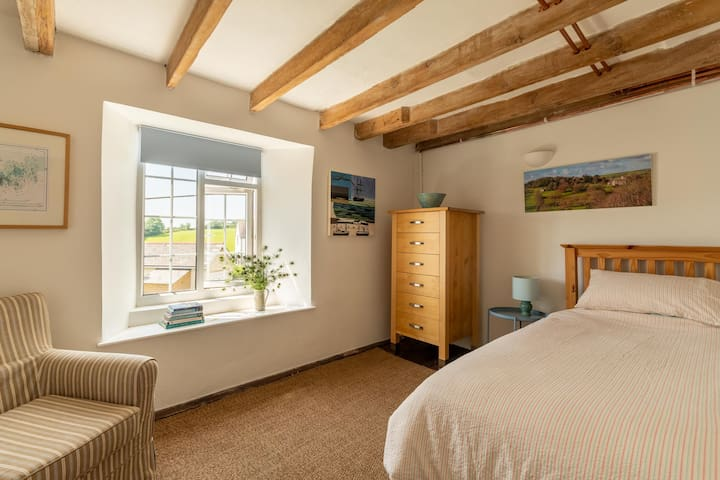 Large single bedroom with beautiful southerly views. This is a delightful room in which to relax and catch up on some reading.