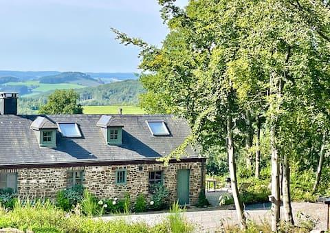 Nassogreen's Lodge premium with breathtaking view