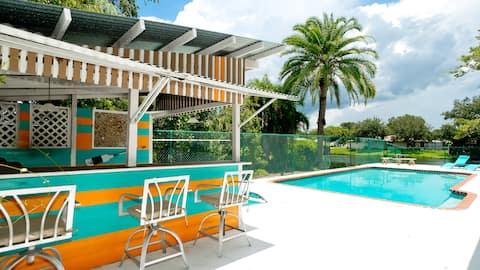 4bdrm/3bath, open concept, heated pool, sleeps 13!