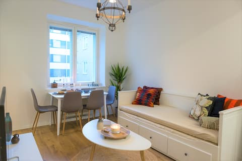 ★Cozy & Fitted Central Apartment for 4!★