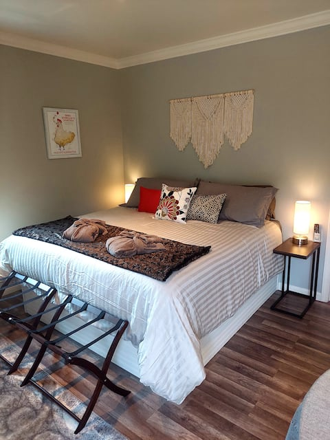 Cottage 3 minutes from downtown Harbor Springs!