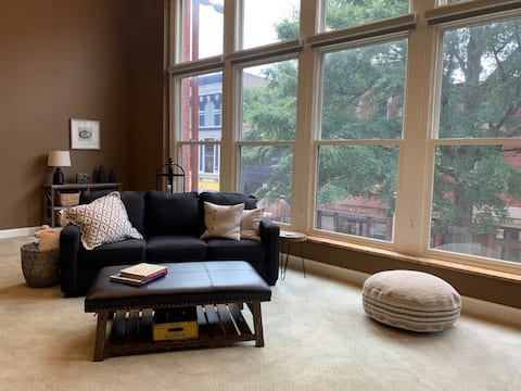 Lovely 1-Bedroom Loft with free parking on premise