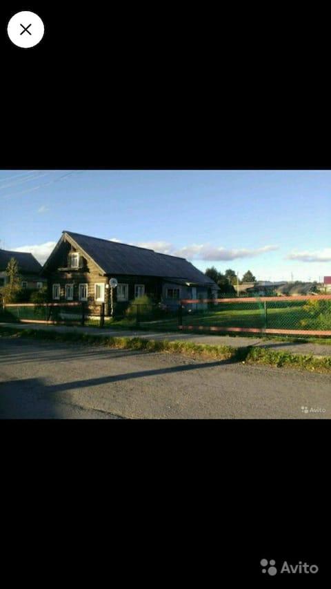 Деревенский дом у озера Онего