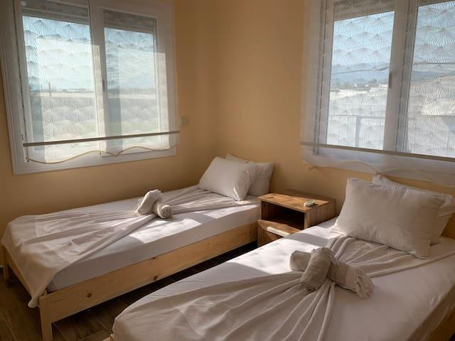 2. Kat Çift Kişilik Yatak Odası