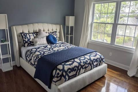 Spacious Private Room & Private Bath Close to NYC