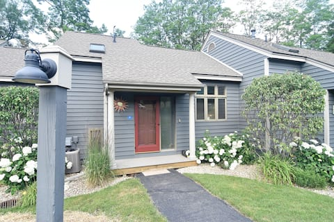 Cozy, privately set townhouse on Golf course