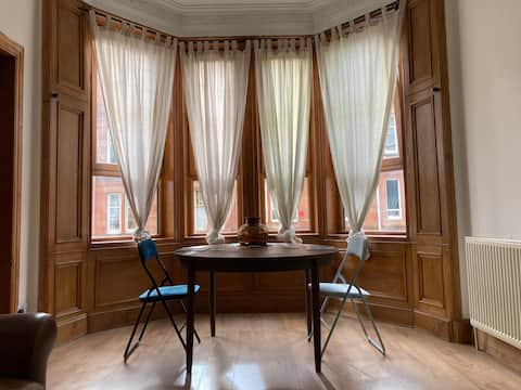 Traditional, spacious and clean one-bedroom flat.