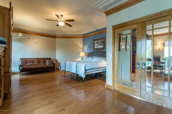 Master Suite Main Floor