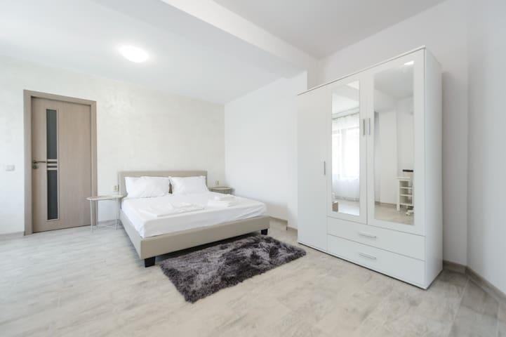 Спалня 8