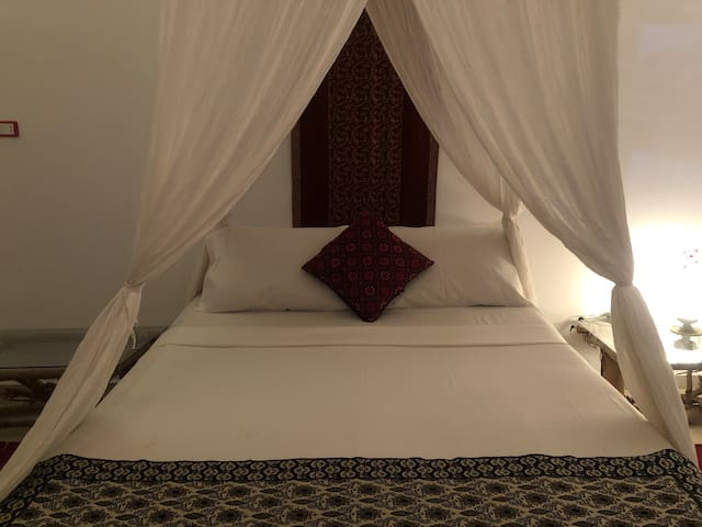 The romantic master bed