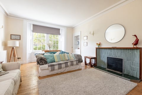 Westview House - 3 Bedrooms - Central - Parking