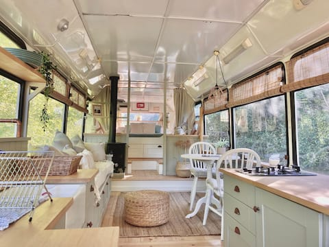 Incredible Converted Bus In Cotswold Countryside!
