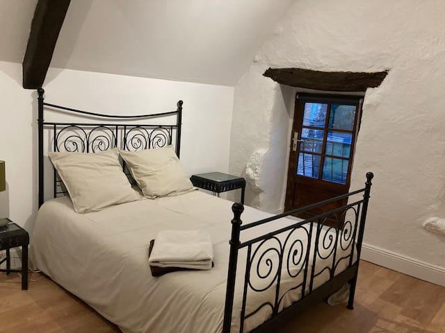 Chambre étage : lit 140x190