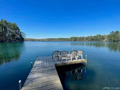 The Lodge on Beautiful Powell Lake Cabin A