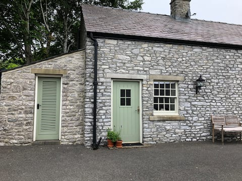 Delightful 1 bedroom annexe with own patio