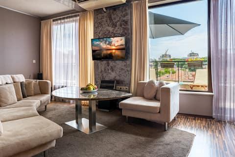 SUNCITY apartment in top center, amazing terrace