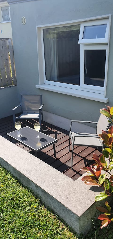 Entire lovely 1 bedroom apartment