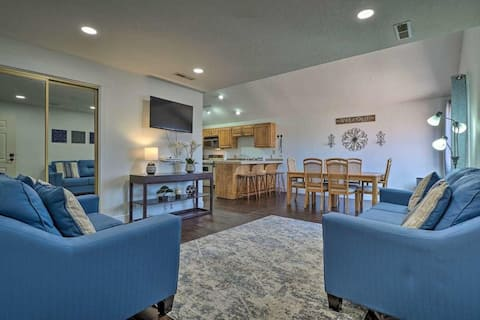 Updated 2-bed/2-bath Condo. Pool/hot-tub access
