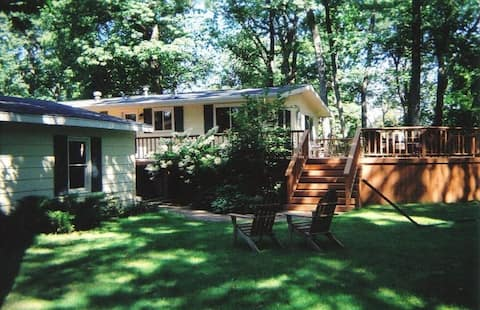 Relaxing split-level home near Downtown Green Lake